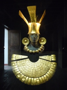 Chimu funerary costumes